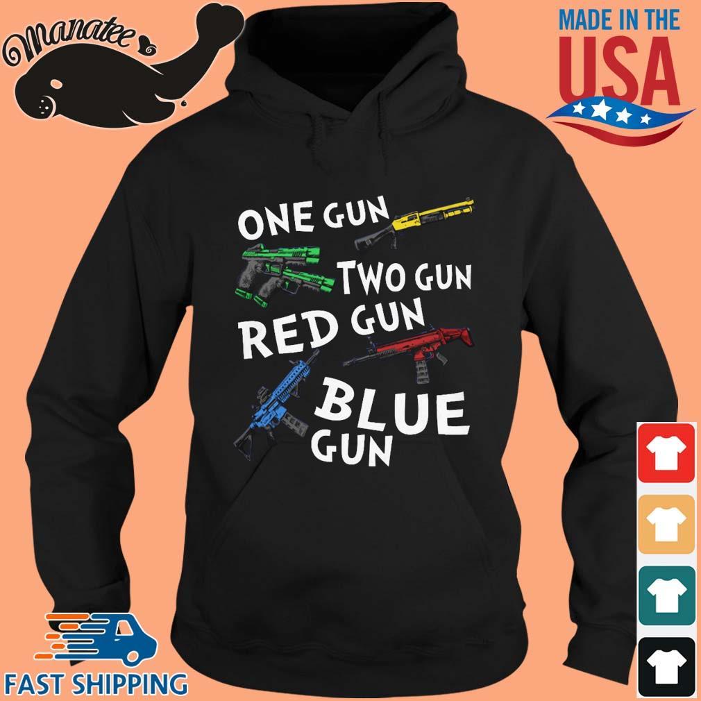 One Gun Two Gun Red Gun Blue Gun T-Shirt hoodie den