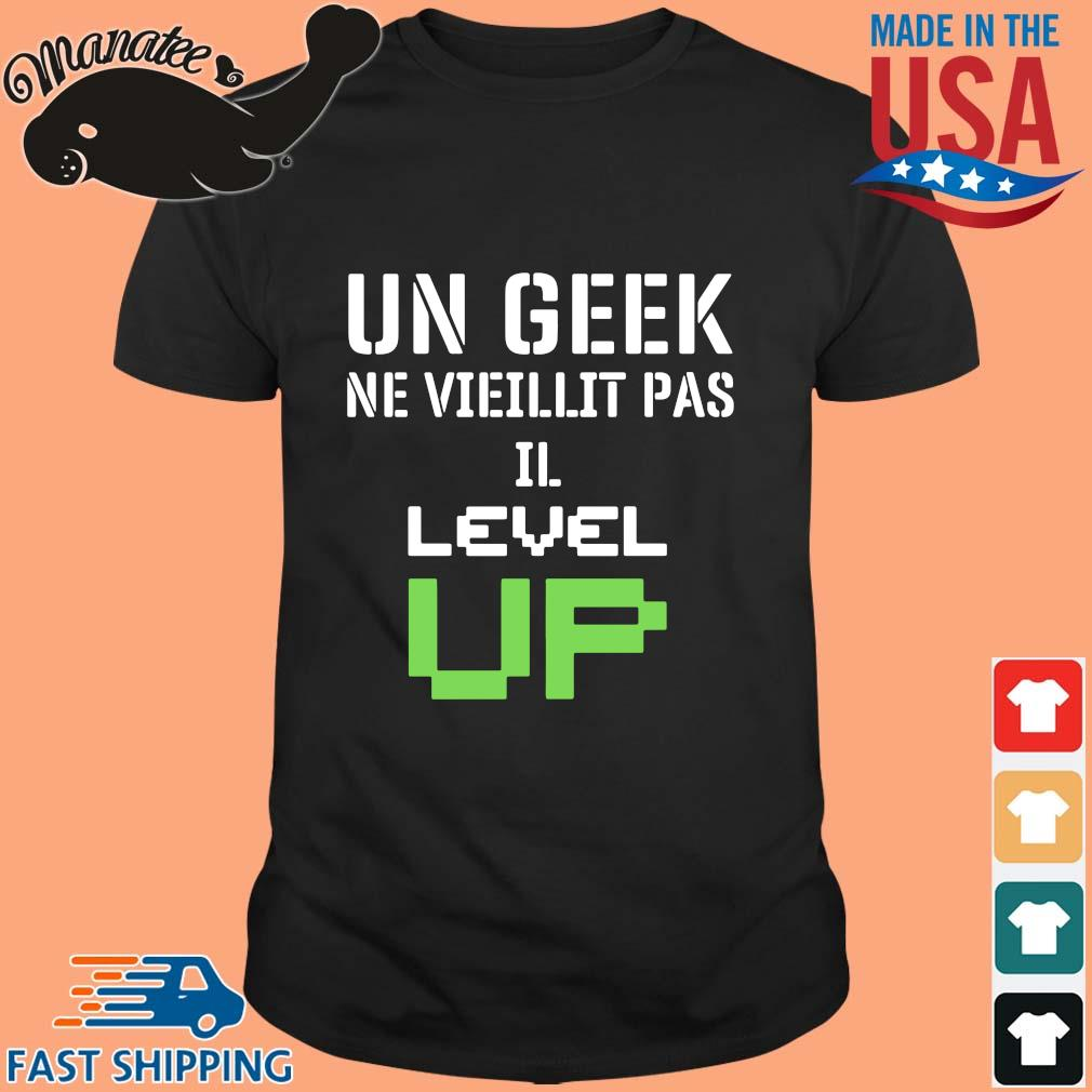 Un geek ne vieillit pas Il level up shirt
